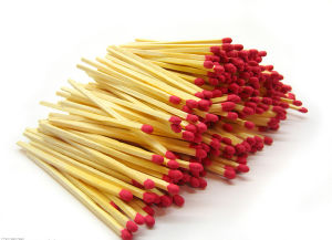 Uniform Phosphorus Red Head Aspen Wood Match Sticks pictures & photos