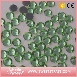 Ss20 Glittering Back Folied Peridot Crystal Glass Stone for Dress pictures & photos
