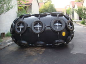 Cylindrical Rubber Fender for Sale for Boat with Galvanized Chain pictures & photos