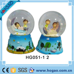 Resin Love Snow Globe with Lovers Inside pictures & photos