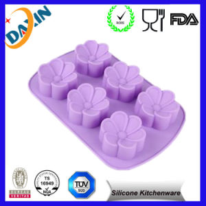2016 Heat Resistant Food Grade Silicone Cake Mold pictures & photos