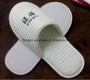 White Disposable Closed Toe Waffle Slipper pictures & photos
