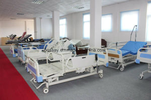 Ce Certificate One Crank Manual Hospital Bed (BS-817) pictures & photos