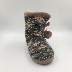Lds Knit MID-Calf Warm Indoor Slipper pictures & photos