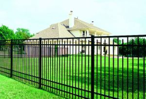 Hot Sales Long Life Black Powder Coated Garden Fence pictures & photos