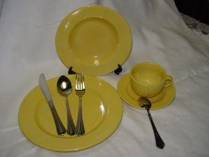 The Yellow Glaze Common Stoneware Dinner Set pictures & photos