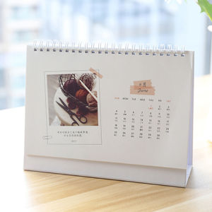 2017 Customized Design Desk Calendar Printing pictures & photos