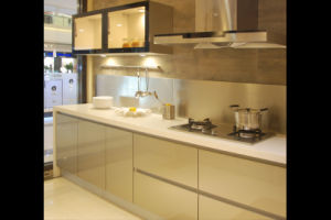 High Glossy UV Kitchen Cabinet (ZX-019) pictures & photos