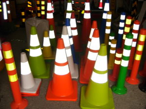 "28"" Colorful Traffic Cones with Orange & Black Base pictures & photos"
