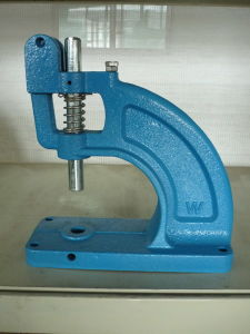 Hand Press Eyelet/Grommet Punching Machine pictures & photos