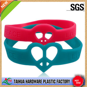 Customized Bulk Heart Shape Silicone Bracelet with Debossed (TH6340) pictures & photos