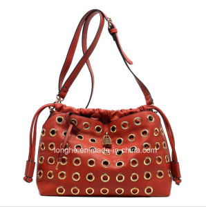 2015 Hot Selling Studs Leather Fashion Handbags (ZM115) pictures & photos