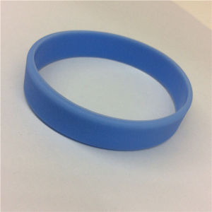 Cheap Plain Blue Custom Silicone Bracelet for Children pictures & photos