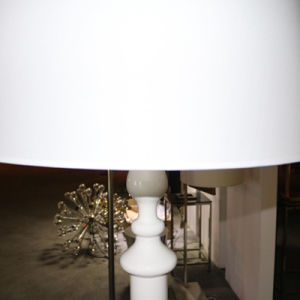 Chinese Style Hotel Decorative White Resin Large Floor Lamp pictures & photos