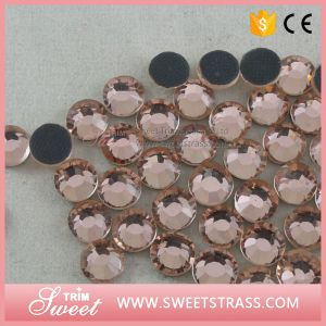 Lt. Peach DMC Faceted Diamonds for Garment Accessory pictures & photos
