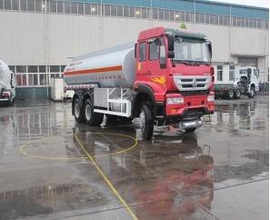Sinotruk HOWO Fuel Tank Truck Refueling Truck, 6X4 25ton