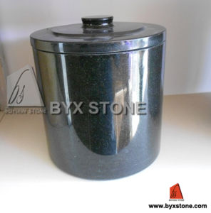 Classic Style Black Granite Cemetery Monument Urns pictures & photos