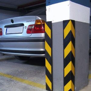 Safety Reflective Rubber Corner Guard pictures & photos