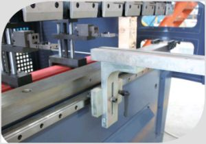 Wdh Series CNC Electro-Hydraulic Servo Synchronized Bending Machine pictures & photos