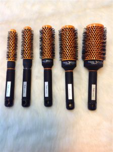 Manufacturer for Detangle Nylon Hair Brush Red Color (F014) pictures & photos