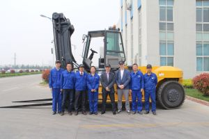 China Diesel Forklift Truck 30 Ton Volve Engine pictures & photos