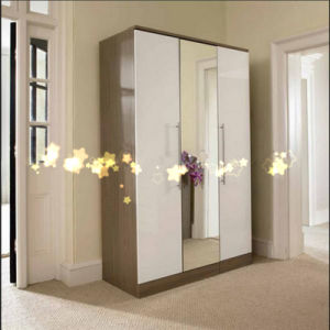Bedroom Furniture Modern Design 3 Door Mirrored Wardrobe pictures & photos