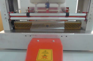 China PE Film Beverage Bottle Sleeve Shrink Packing Machine (GH-6030+SF-6040E) pictures & photos