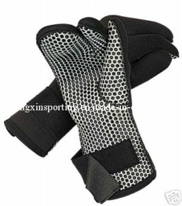 Waterproof and Non-Slippery Neoprene Gloves for Diving (HX-G0075) pictures & photos