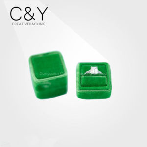 Custom Wholesale Luxury Green Velvet Ring Jewelry Box for Gift pictures & photos