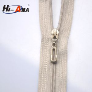 Globally Integrating Manufacturing Process Custom Designer Zipper Pulls pictures & photos