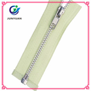 New Fashion No. 8 Metal Zipper with Silver Teeth pictures & photos