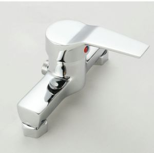 China Single Lever Brass Bathtub Faucet Mixer with Hand Shower Head pictures & photos