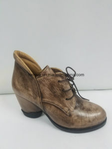 Lady Leather with Rubber Sole in Restoring Ancient Ways to Tie Lace Short Boots pictures & photos
