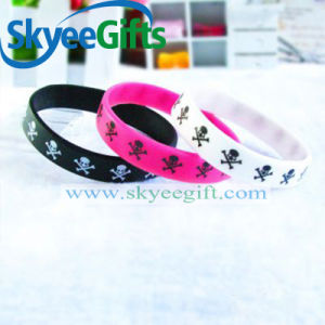 MOQ 100PCS in Your Logo New Fashion Silicone Bracelet pictures & photos