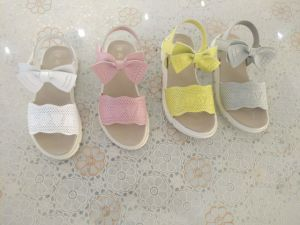 New Fashion Comfortable Kid′s Sandals pictures & photos