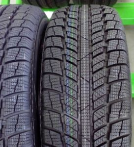 China Car Tyre, Semi-Steel Tyre SUV UHP with Bis Inmetro