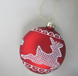 Hand Painting Christmas Glass Ornaments with Reindeer Pattern pictures & photos
