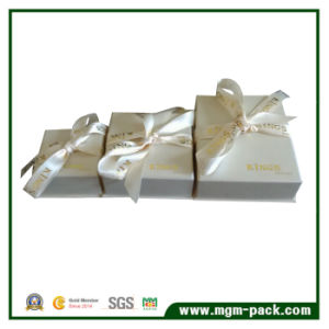 Custom White Paper Jewelry Box with Ribbon pictures & photos