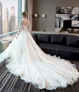 New Arrival Full Length Ball Gown Strapless Sweep Train Sleeveless White and Gold Wedding Dresses with Sash (QD10005) pictures & photos