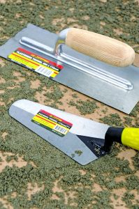 """8"""" Medium Carbon Steel Pointed Bricklaying Trowels with Wooden Handle pictures & photos"""