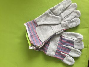 Hot-Selling Cheap Price Natural Color Patch Working Gloves pictures & photos