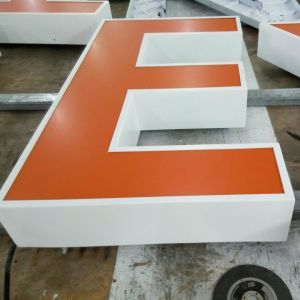 Illuminated Acrylic/Resin Front 3D LED Channel Letter Sign pictures & photos