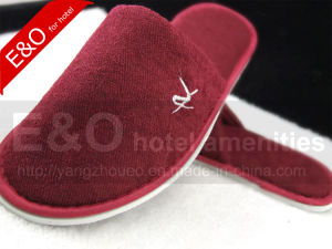 High Quality Cotton Close Toe Hotel Slipper with Embroidery Logo pictures & photos