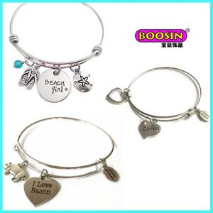 Custom Cheap Zinc Alloy Silver Engrave Letter Charms Wire Bangle pictures & photos