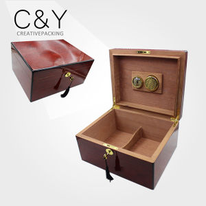 Lockable Export Cedar Wood Cigar Humidor with Humidifier pictures & photos