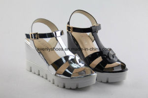 Comfortable Women Platform Sandal with Reflecting Upper pictures & photos