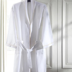 Average Size Stock Customized Logo Cheap Cotton Waffle Hotel Bath Robe (BA-001) pictures & photos