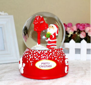 Christmas Decoration Polyresin Water Globe Snow Globe pictures & photos