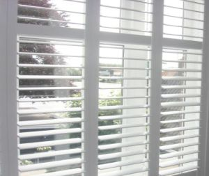 2017 China Elgant Top Quality Window Plantation Shutter Living Room pictures & photos