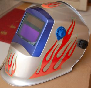 Auto-Darkening Welding Helmet No Dazzling But Shinging (S8009) pictures & photos